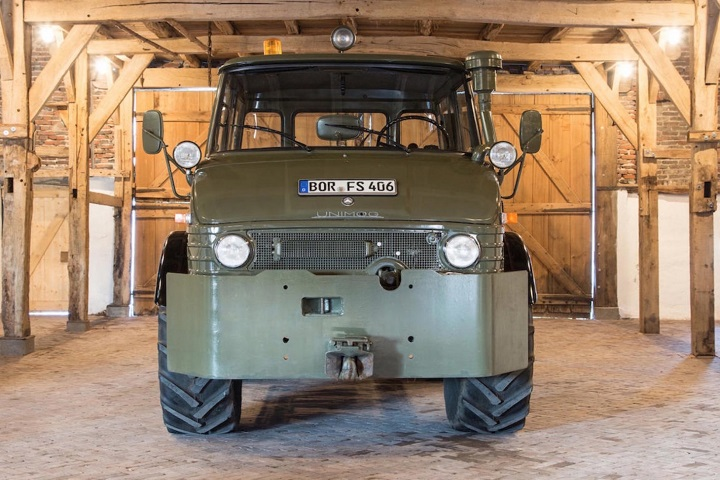 Luftwaffe Mercedes-Benz Unimog Front